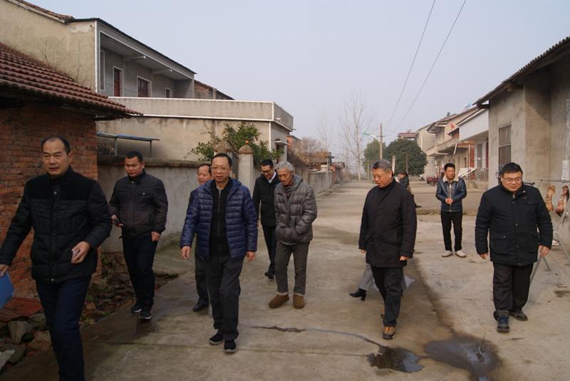 省委党史研究室领导带队赴鄂州走访慰问贫困户和驻村工作队员