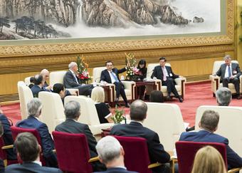 李克强会见出席中国发展高层论坛境外代表