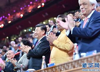 习近平和彭丽媛共同出席亚洲文化嘉年华活动